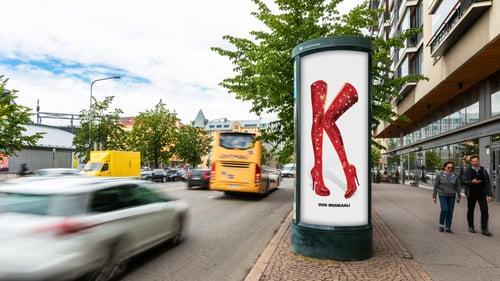 Helsingin Kaupunginteatteri hyödynsi pilari-mainoslaitetta kampanjassaan