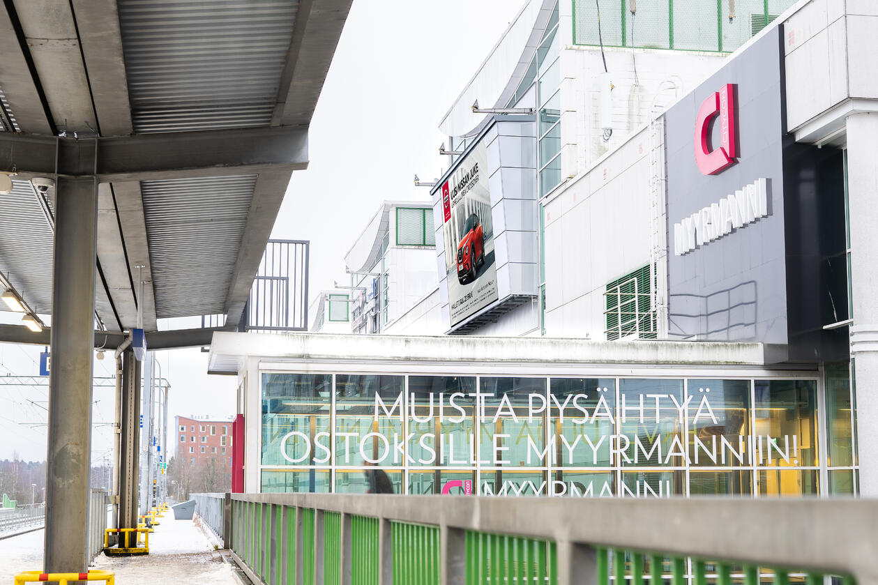 Myyrmanni Shopping Wall (horizontal, outdoor)