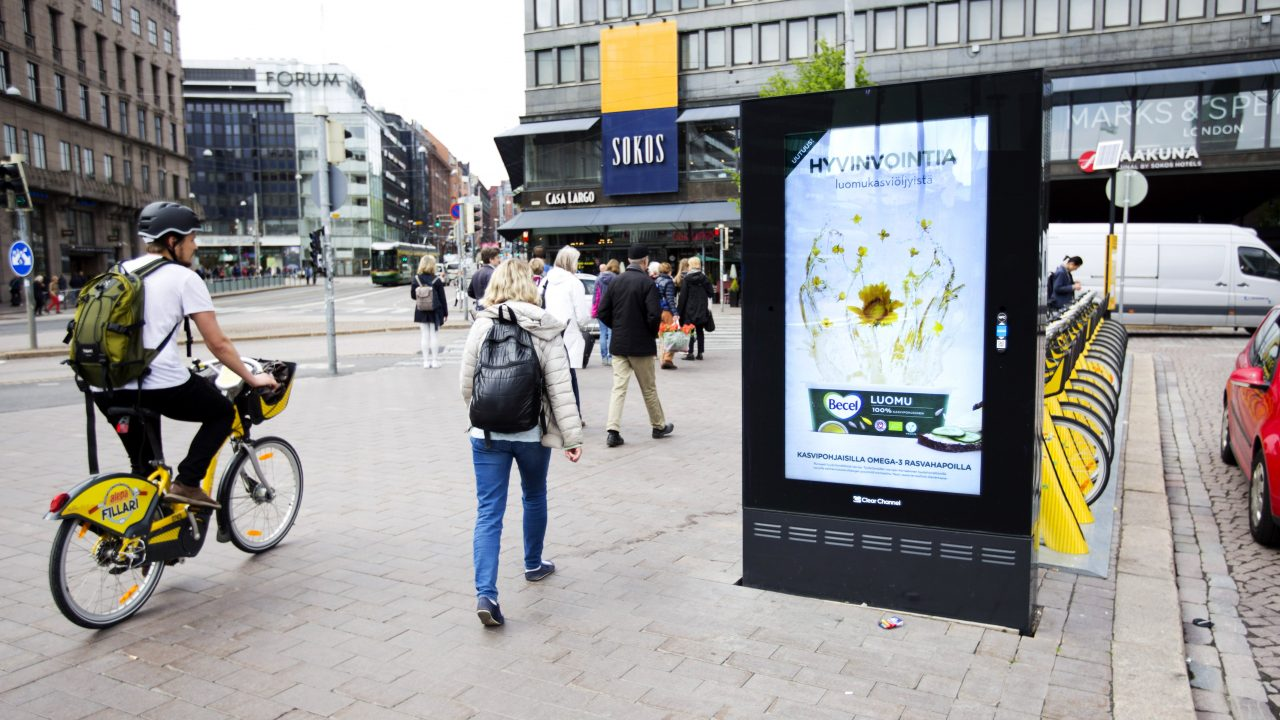 Kaupunkiympäristö — kaupunkien vilkkaimilla paikoilla sijaitsevat mainostaulut